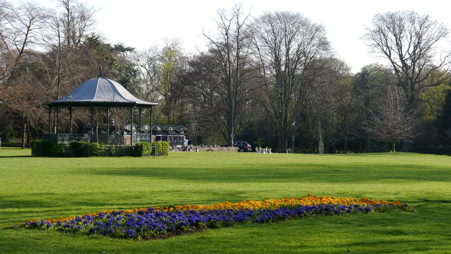 abington park garden