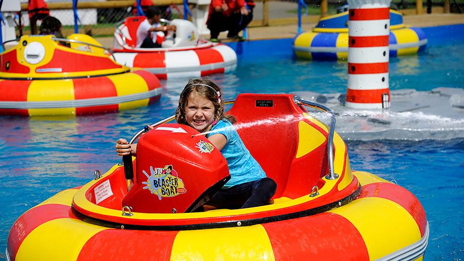 Adventure Wonderland boats