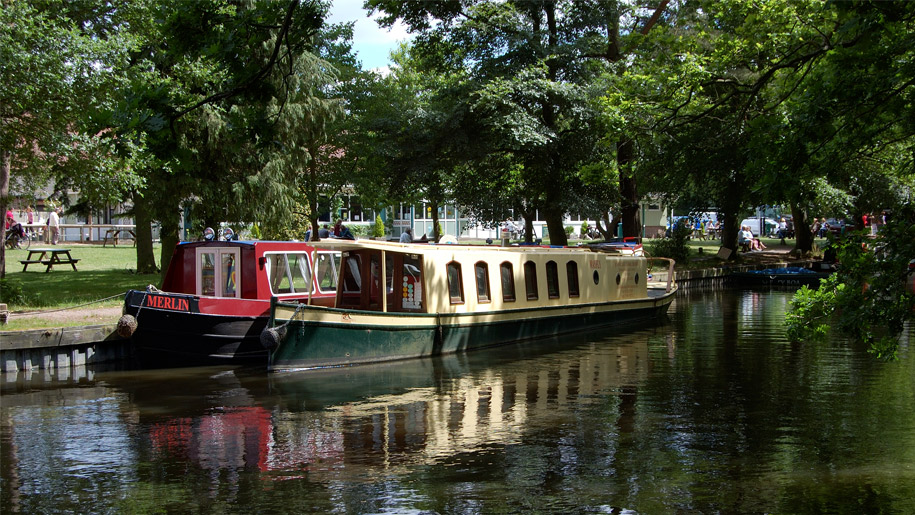 house boats on canals