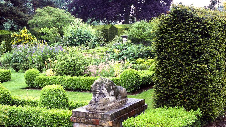 lion statue in gardens