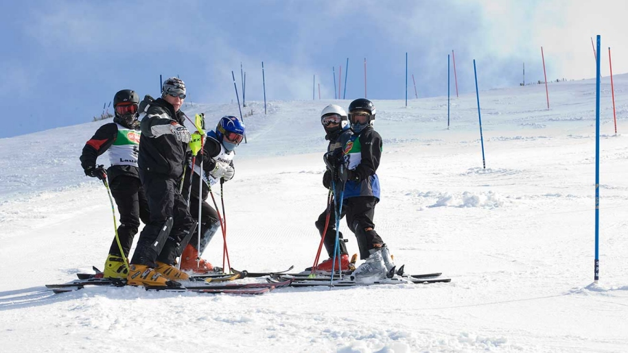 kids in skiing lesson