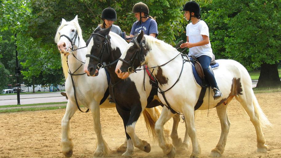 girls horseriding