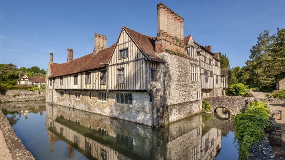 tudor house on mote