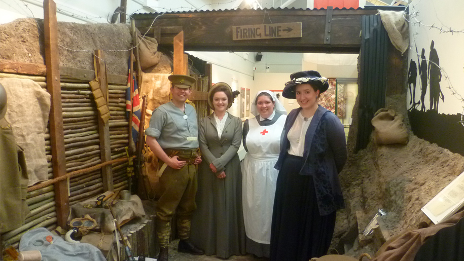 people in ww1 dress