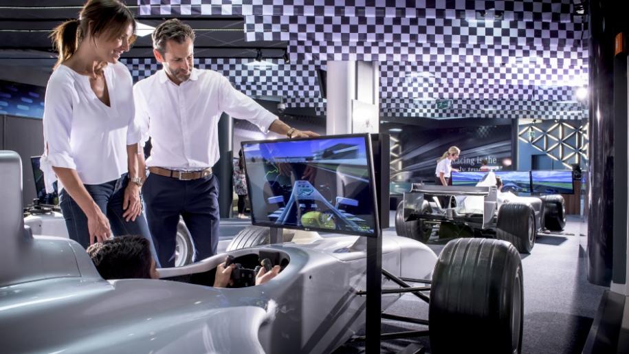 Mercedes Benz World simulator