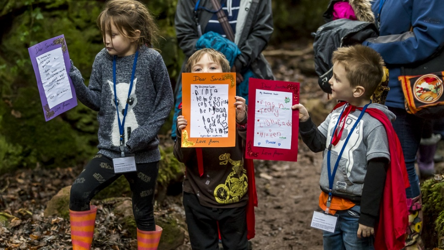 kids with christmas lists in Puzzlewood
