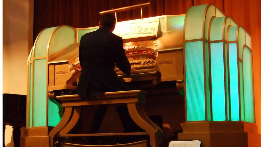 man playing the wurlitzer