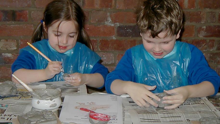 kids making pots