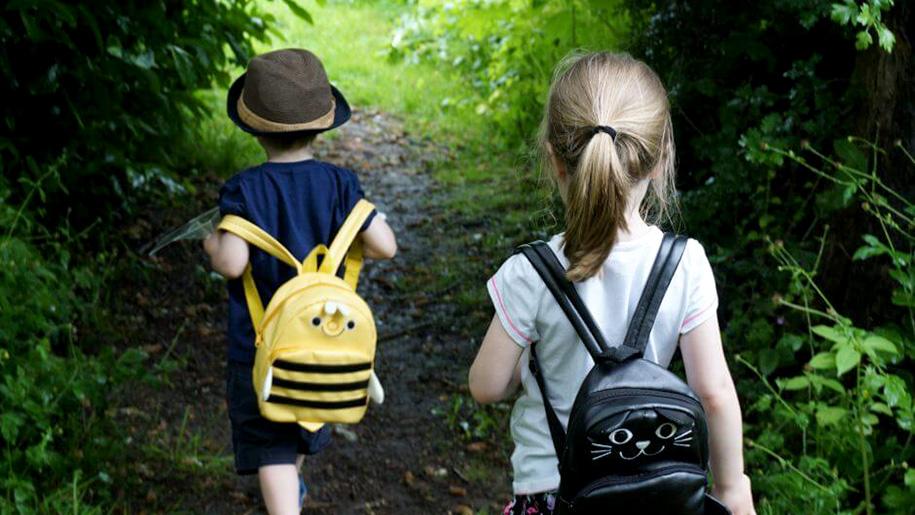 childrne walking