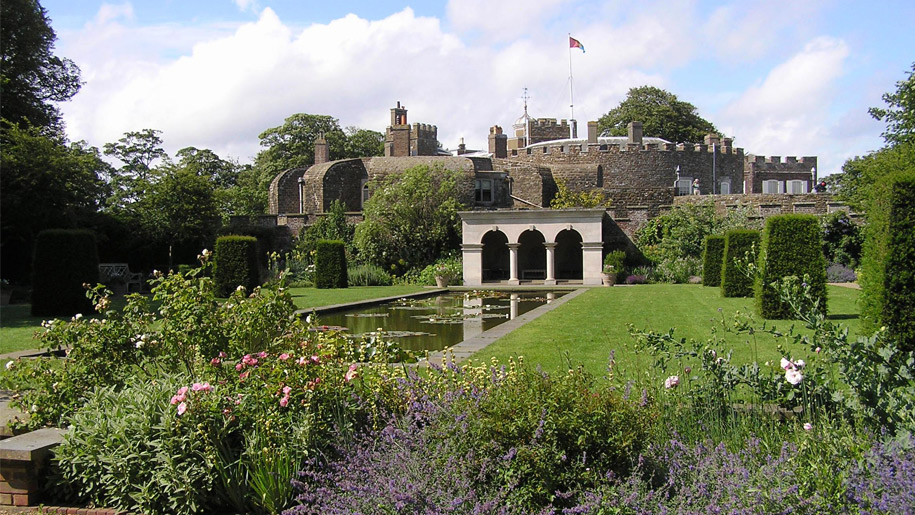 queens mother's garden with castle in background