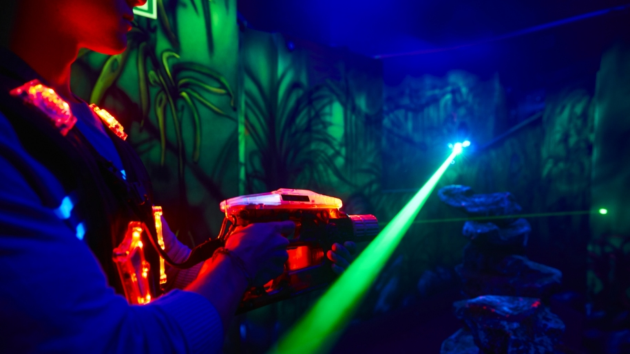 kids playing in laserzone