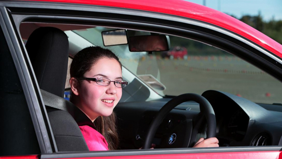 girl learning to drive