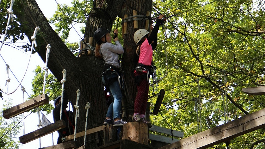 girls on high ropes