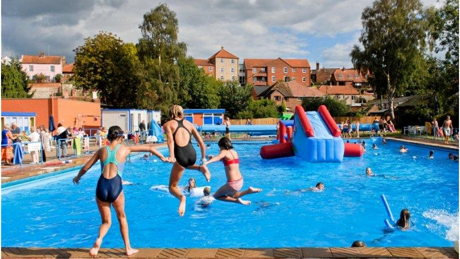 Places to go around suffolk lets go with the children - Suffolk hotels with swimming pool ...