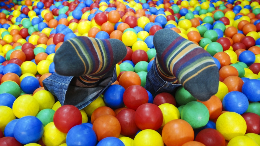 feet in ball pool