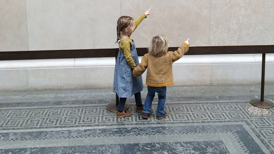 two children pointing