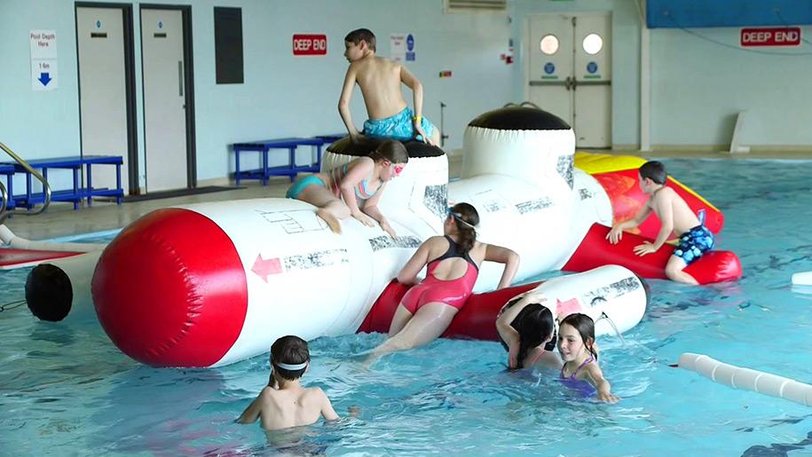 de Stafford Sports Centre Swimming floats