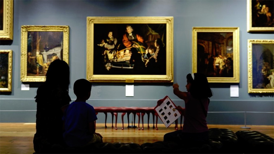 children in art gallery