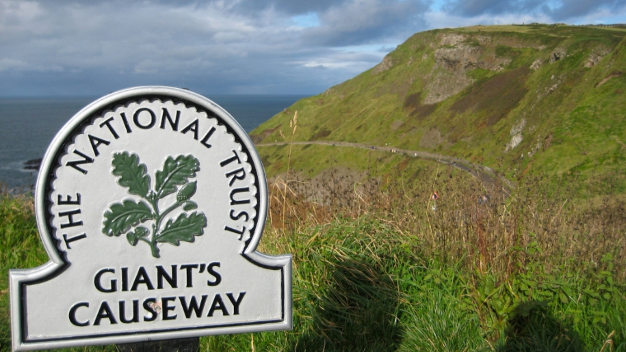 giant's causeway sign