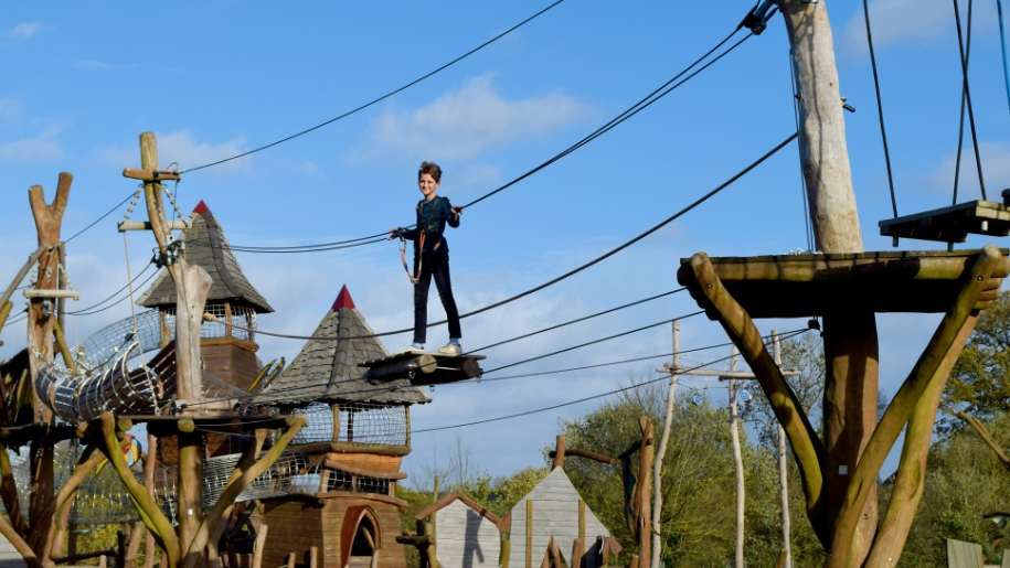 kid on high ropes