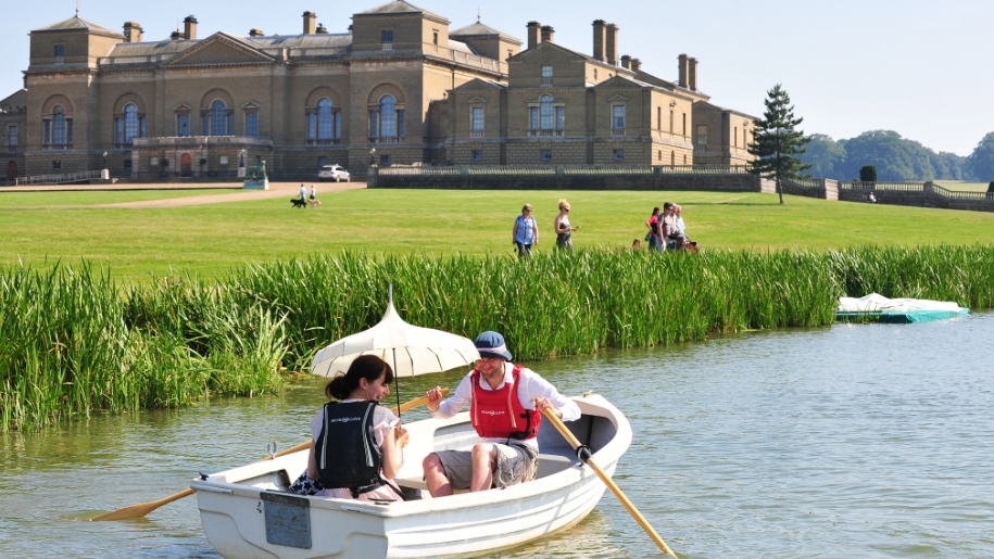 couple in boat in front of Holkham Hall