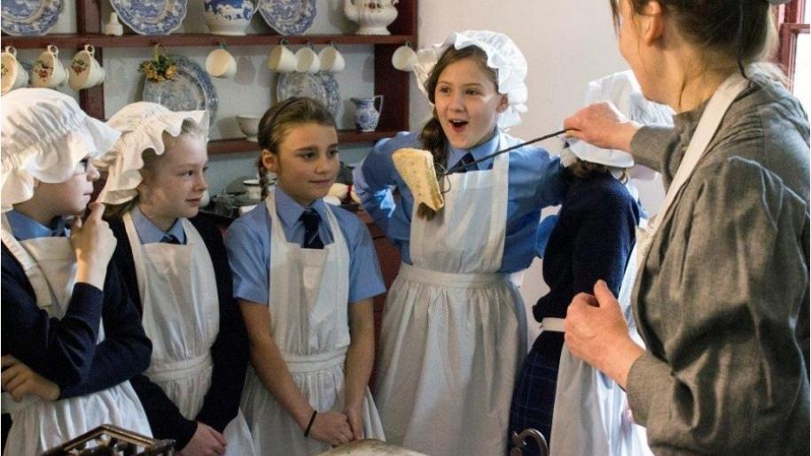 kids dress up as victorians