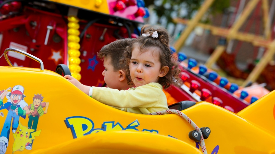 kids in toy car