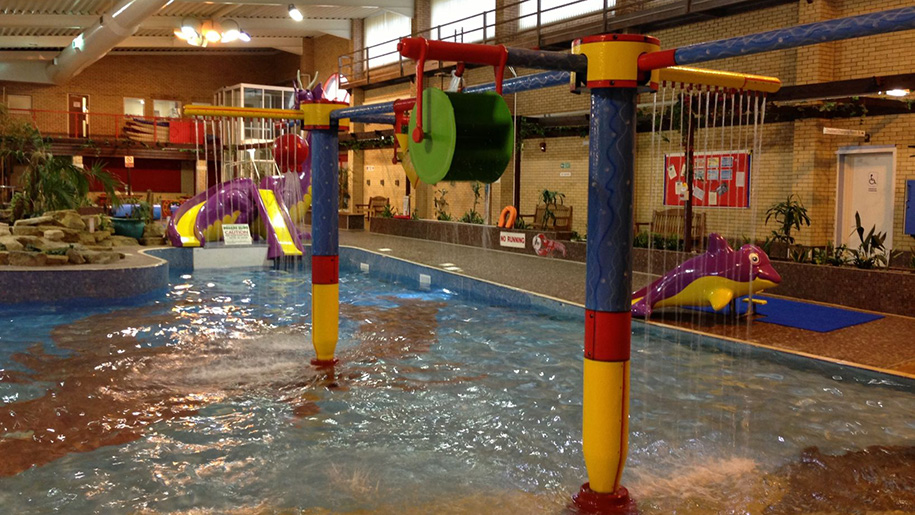 Places to go around leicestershire lets go with the children for Outdoor swimming pool leicester