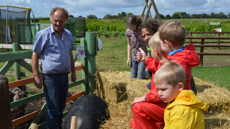 Children at Lwoer drayton farm