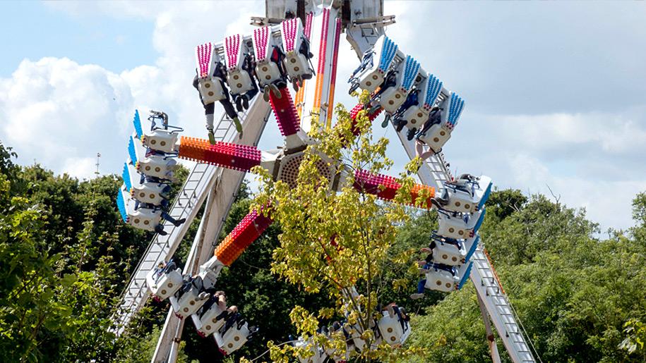 Pleasurewood Hills theme ride