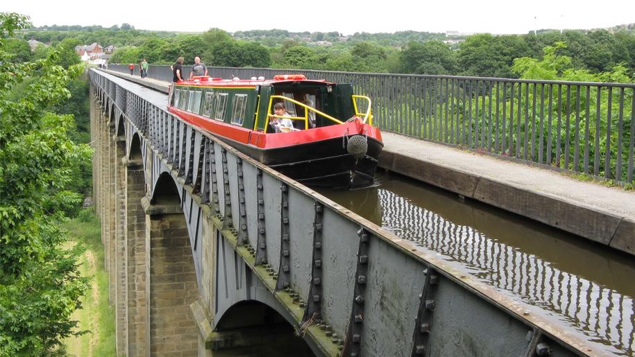 boat on aqueduct