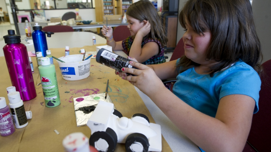 girls painting pottery