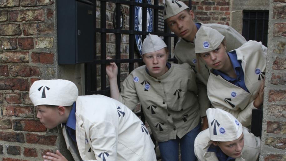 kids dressed up as prisoners