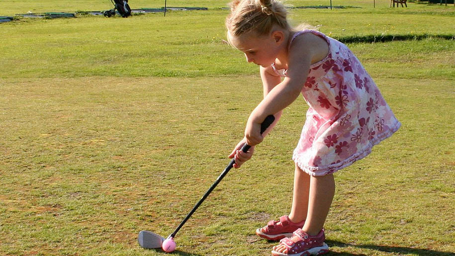 girl playing golf