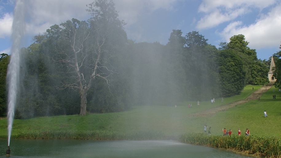 stanway house fountain and kids