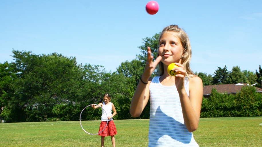 girl juggling