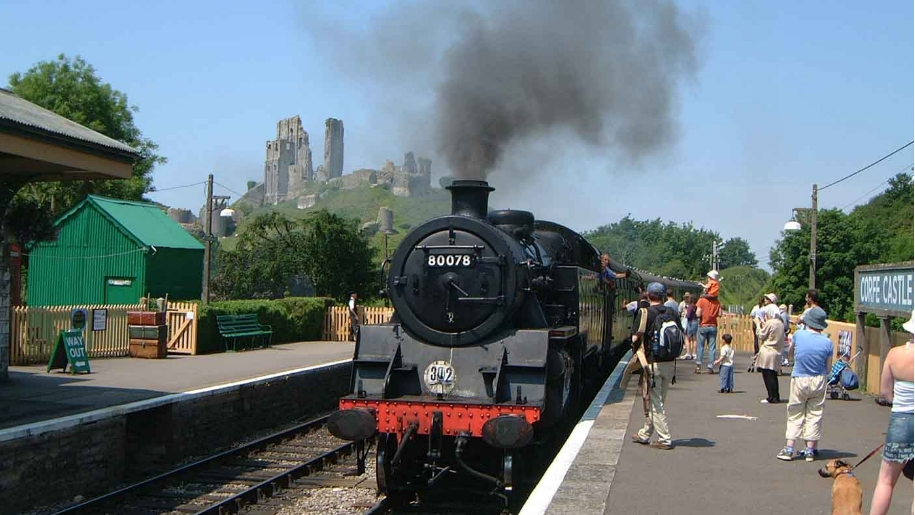 train in front of corfe castle