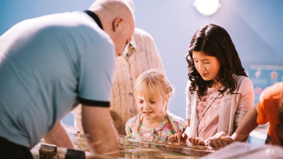 children learning at aquarium