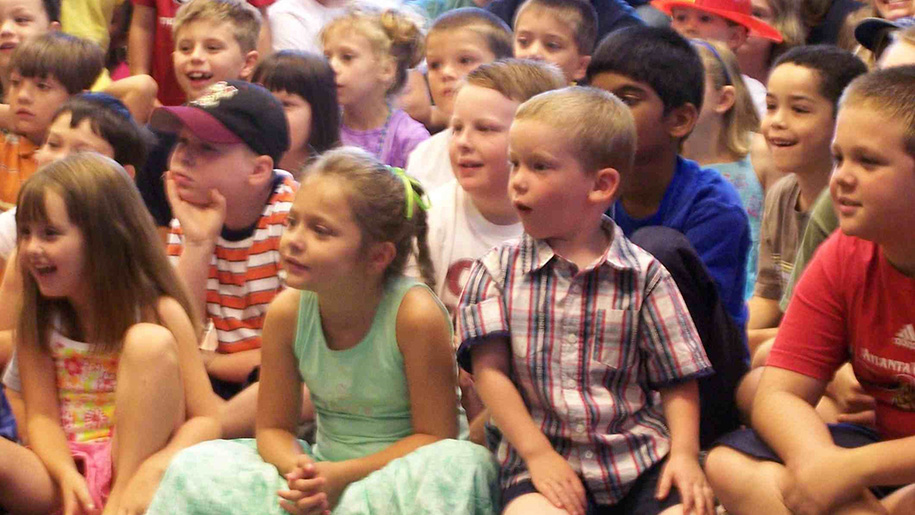 children watching a show