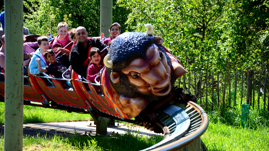 Twinlakes Theme Park children on ride