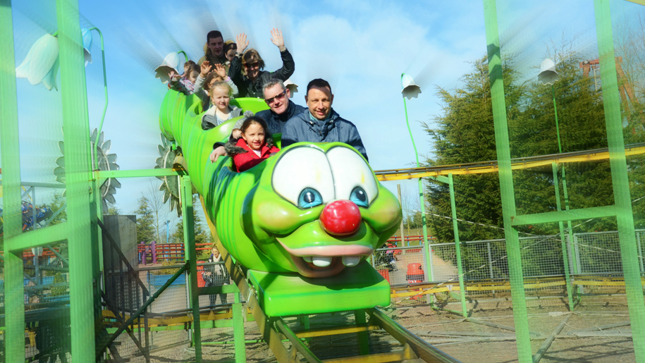 Twinlakes Theme Park family on green caterpilla ride