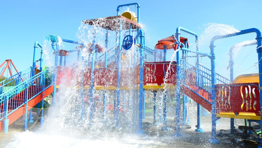 Twinlakes Theme Park water park