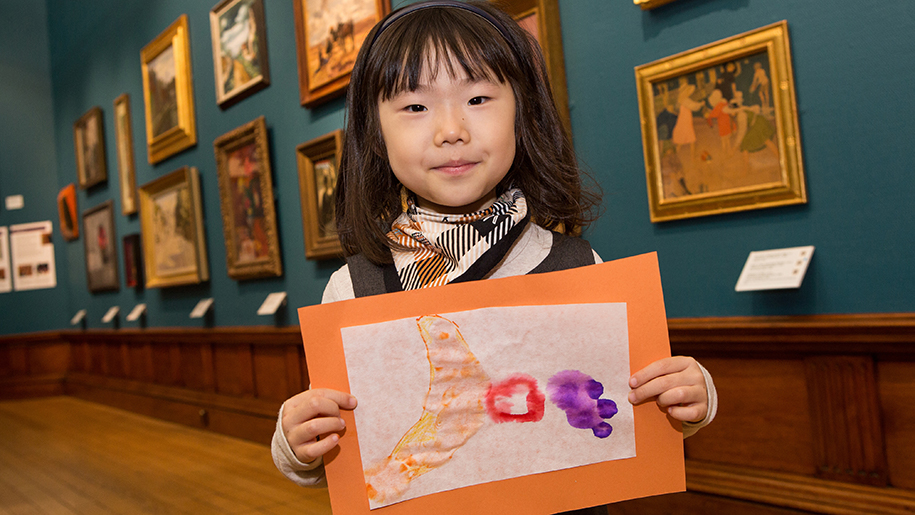 The Victoria Art Gallery child with picture