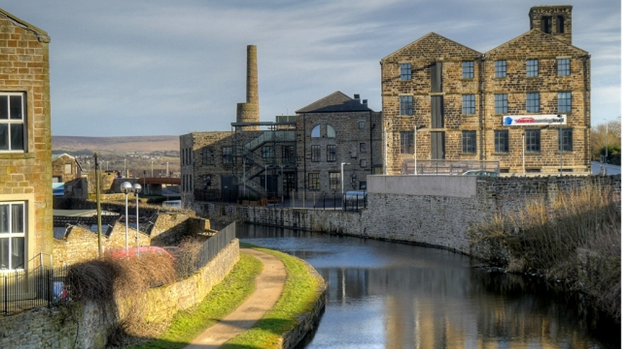 mill on leeds and lancashire canal