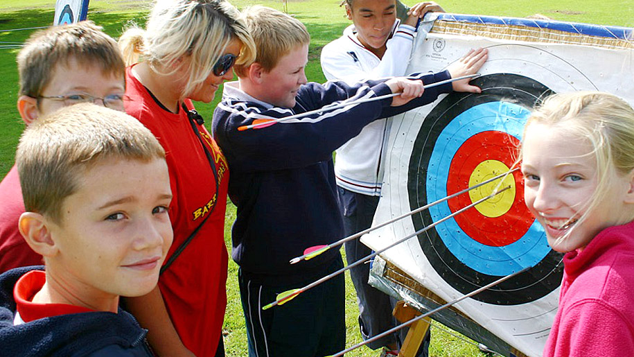 Barracudas camps kids playing archery