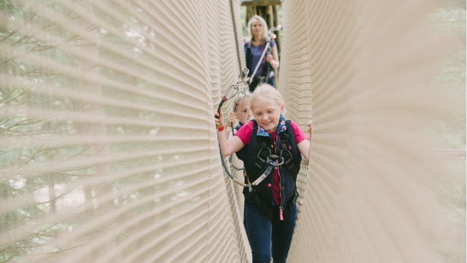 Go Ape children on rope bridge