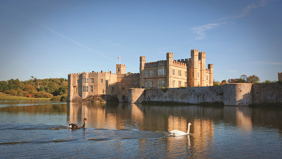 Leeds Castle sunshine on lake