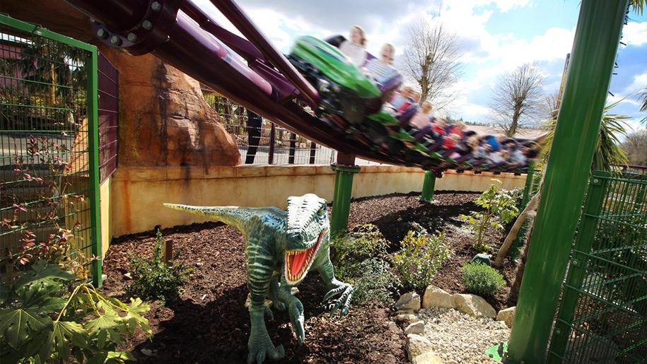 Paultons Park kids on dinosaur coaster