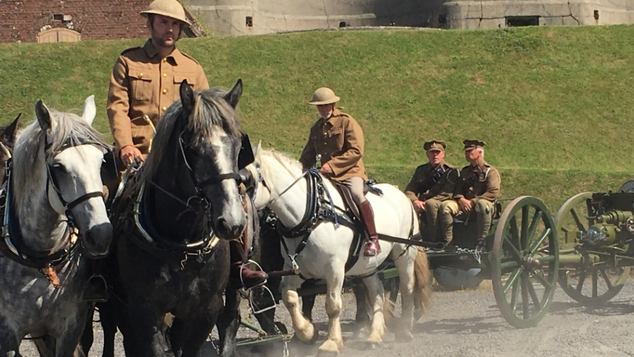 army men on horse and carriage