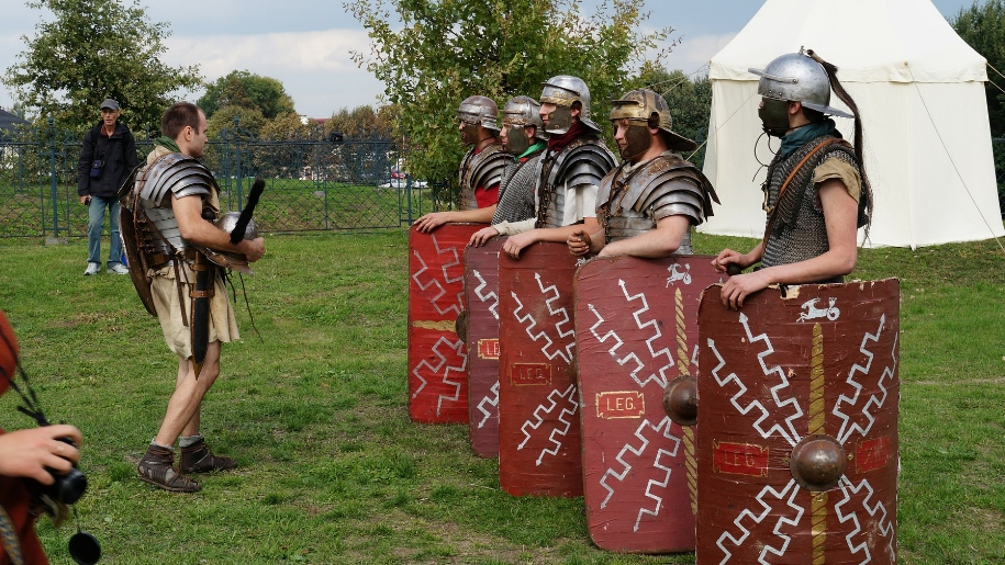 men dressed up as roman soldiers